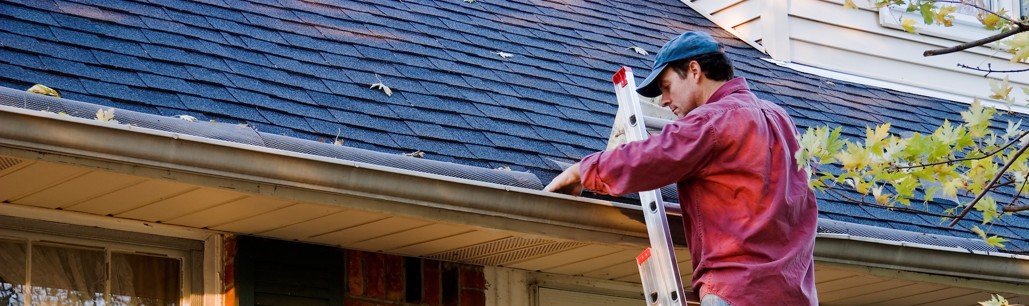 cleaning gutter service